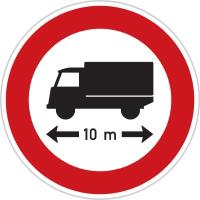 Dopravní značka: B 17 Zákaz vjezdu vozidel nebo souprav vozidel, jejichž délka přesahuje vyznačenou mez