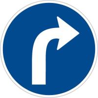 Dopravní značka: C 2b Přikázaný směr jízdy vpravo