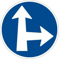 Dopravní značka: C 2d Přikázaný směr jízdy přímo a vpravo