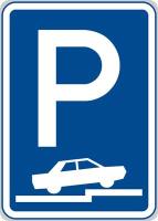 Dopravní značka: IP 11f Parkoviště (částečné stání na chodníku kolmé nebo šikmé)