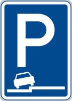 Dopravní značka: IP 11g Parkoviště (částečné stání na chodníku podélné)