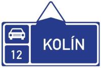 Dopravní značka: IS 2d Směrová tabule před nájezdem na silnici pro motorová vozidla (přímo)