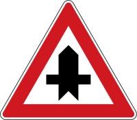 Dopravní značka: P 1 Křižovatka s vedlejší pozemní komunikací