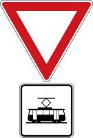 Dopravní značka: P 5 Dej přednost v jízdě tramvaji!