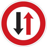 Dopravní značka: P 7 Přednost protijedoucích vozidel