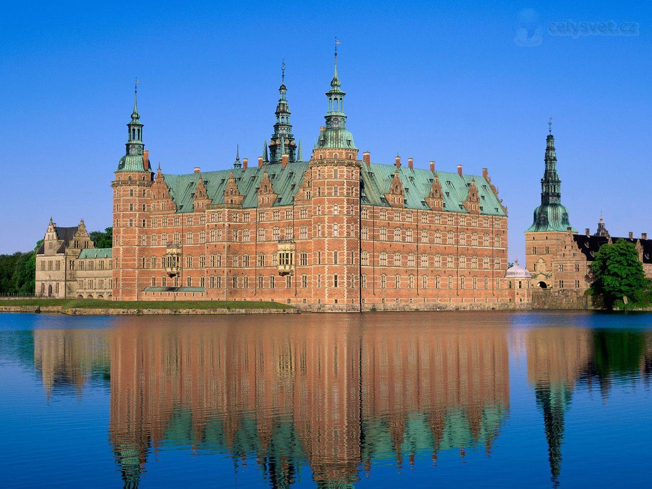 http://www.celysvet.cz/krasne-fotky/staty/121/frederiksborg-castle--hillerod--denmark.jpg
