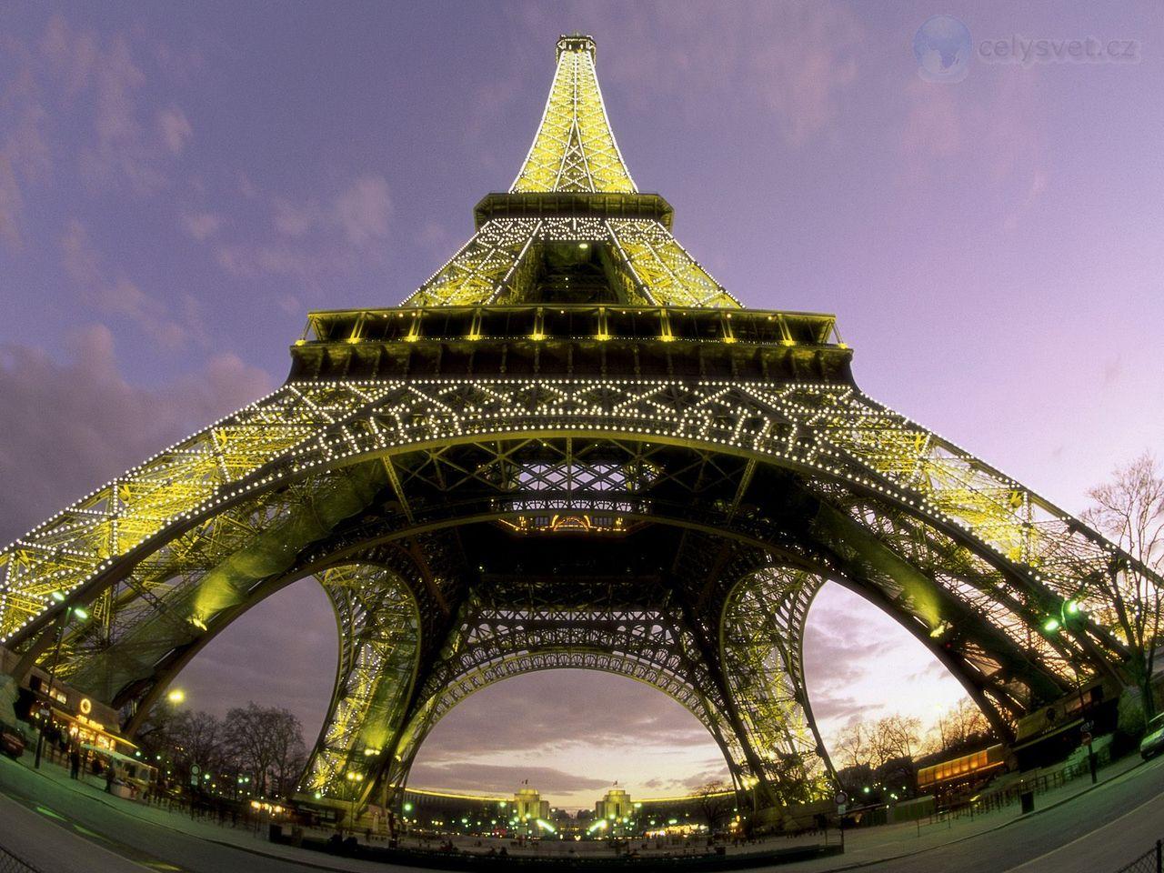 Eiffelova Věž Zespodu Pař 237 ž Francie Eiffel Tower From