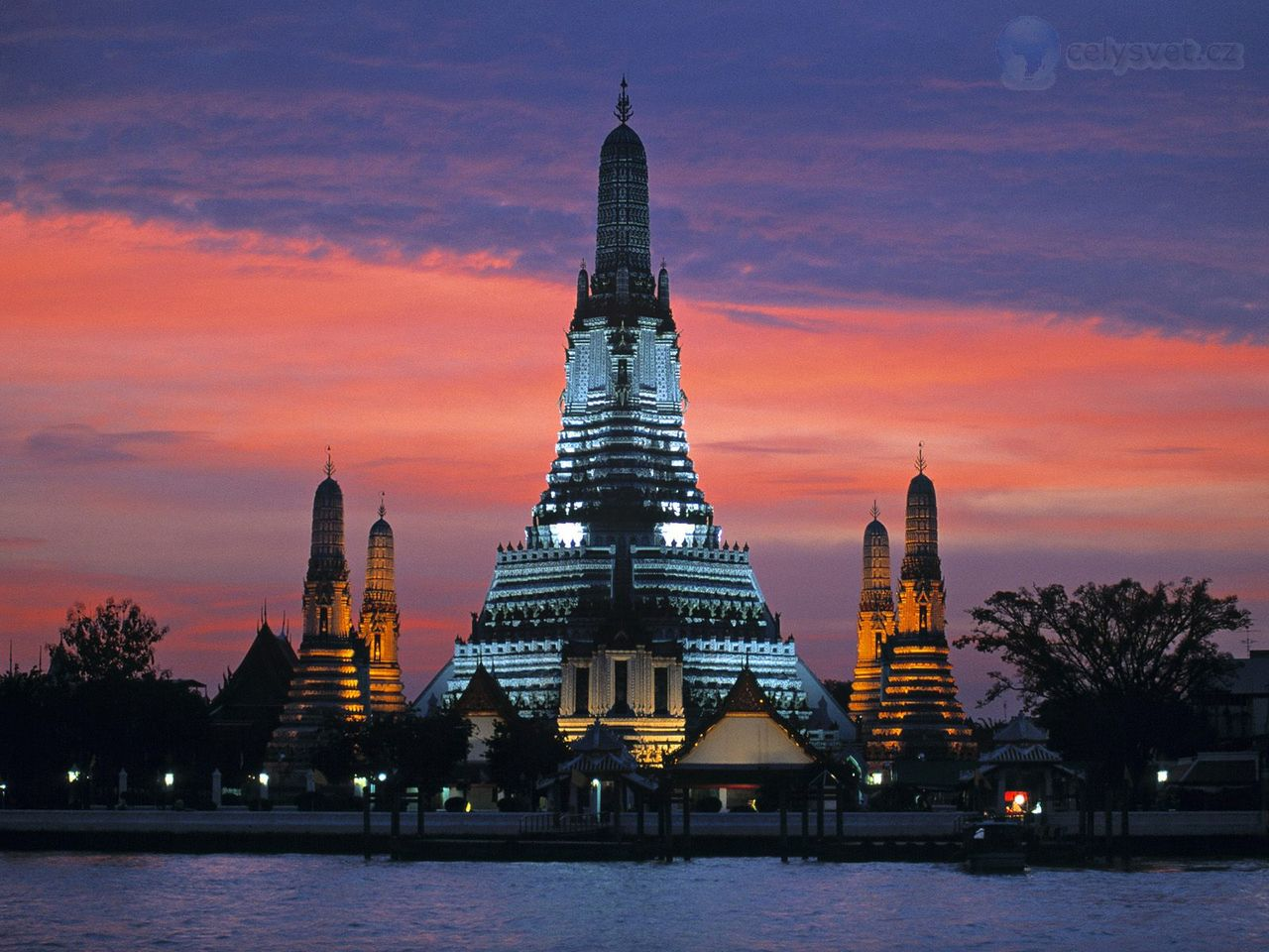 Wat Arun, Temple Of The Dawn, Bangkok, Thajsko / Wat Arun ...