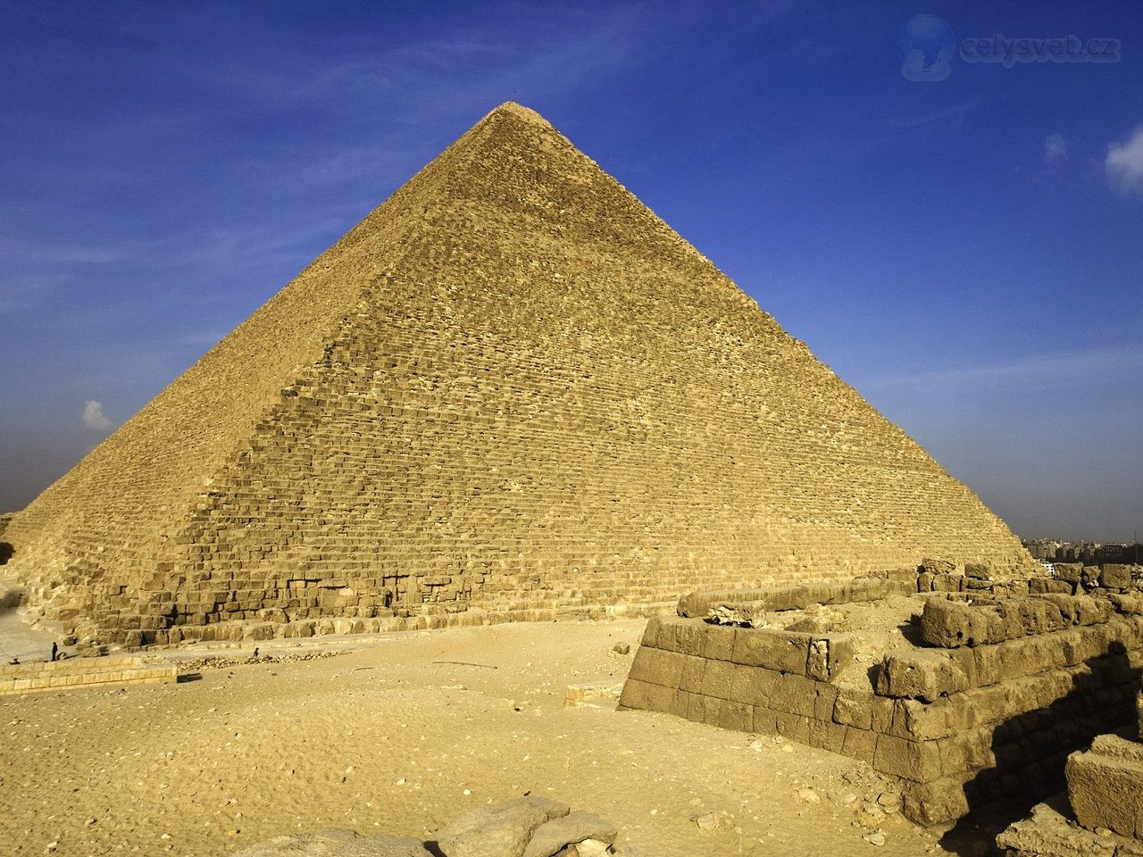 the great pyramid There is debate as to the geometry used in the design of the great pyramid of giza in egypt built around 2560 bc, its once flat, smooth outer shell is gone and all that remains is the roughly-shaped inner core, so it is difficult to know with absolute certainty.